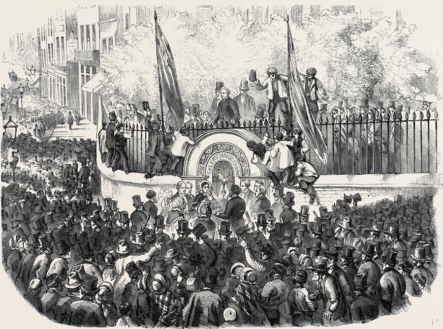 In April 21st,1859, there was an incredible moment in London. Thousands of people came to celebrate. Men came in suits and top hats, women wore their finest clothing and for what? The celebration was the opening of the first public drinking fountain, and they had Philanthropist Samuel Gurney to thank for that. He is the person that built the first fountain on Holborn Hill in the shape of granite basin, attached to the walls of the St. Sepulchre-without-Newgate Church. The design also comes with two cups attached to the fountain by chains.