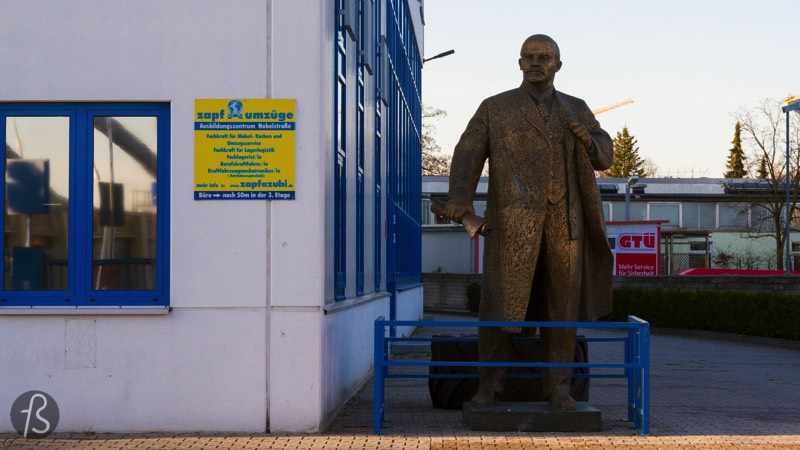 If you want to find a Lenin statue in West-Berlin, you will have to walk between trucks and factories in the industrial park south of Neukölln. It feels like Lenin is left out of the city but, somehow, I believe that he is in the right place. Far away from the tourists and close to the people who work in Berlin.