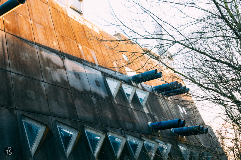 The Central Animal Laboratory of the Freie Universität, also known as the Mäusenbunker, is one of the best examples of Brutalist architecture in Berlin, and we visited the building at the end of December 2016 to see this strange looking building in the middle of Lichterfelde.