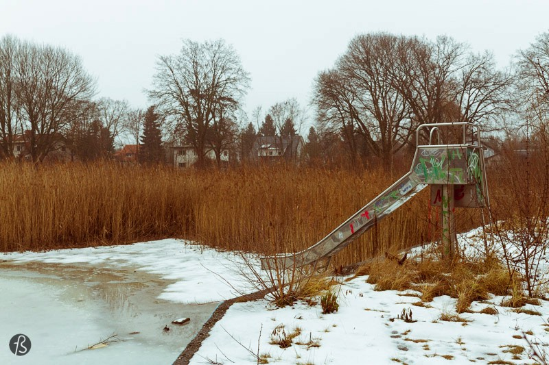 Urban Exploration Berlin – Far away from the tourists the flock Berlin there is a neighborhood called Kaulsdorf. It's there that you will find the lonely hippo known as Knautschke after a famous hippo that was born in the Berlin Zoo back in 1943. Knautschke has the entire Freibad Wernersee to himself but, when I was there, I didn't see he enjoying much of it. Maybe it was cold; maybe it was the fact that the pool was frozen. Maybe he was just waiting for a time where he would have company, but this will, probably, never happen.