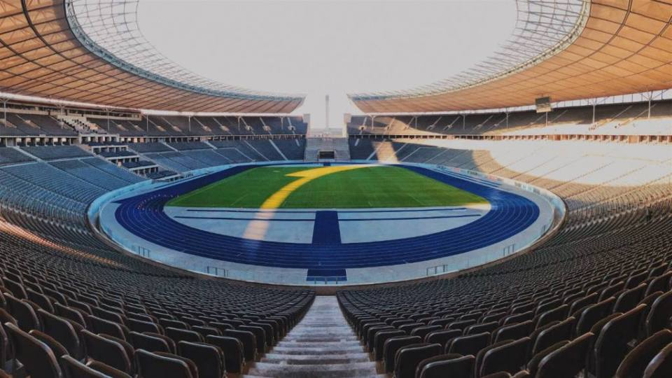 I have been to the Olympiastadion a few times since a few of my Brazilian friends coming to Berlin always want to see this beautiful stadium in West Berlin. But I also went there to see Hertha plays and it was as fun as you can imagine. Even if Hertha lost, it was still one of my favorite football experiences here in Germany. But, before I talk more about my personal experience at Olympiastadion, let me tell you some of the histories of the place.