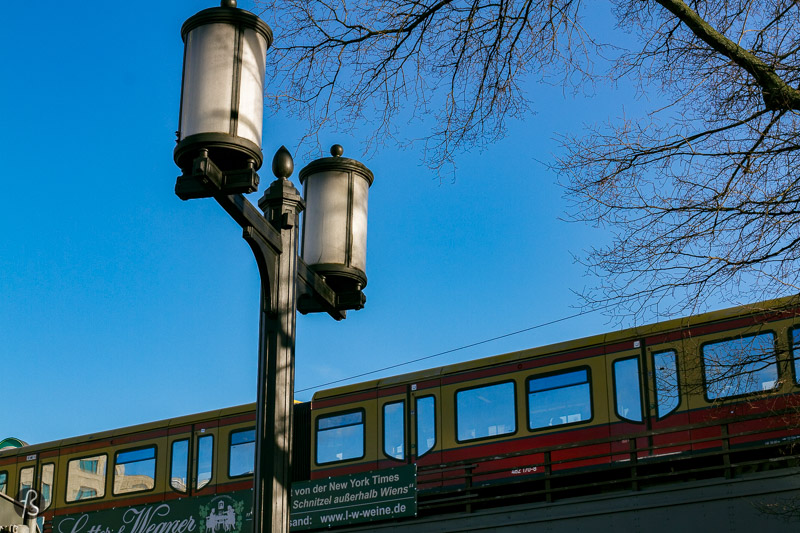 When you go past the railway line crosses Straße des 17. Juni, around the Tiergarten Station, the streetlights change the style completely. It's there that you'll find the work of Albert Speer. The street lights go from Bismarckstrasse and Kaiserdamm, before finally finishing at Theodor-Heuss Platz. This square used to have a different name in the past: Adolf-Hitler-Platz. This would be a major point in the imagined world capital Germania, but it never happened, making these street lights even more attractive. For me, it's weird to have these almost forgotten pieces of work by Hitler's favorite architect in the middle of the busy street of West Berlin. But there they're.
