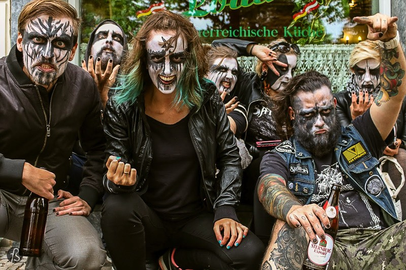 Popraci Neukolln 2017: When we pushed rolls of Hay around Neukölln dressed with black metal war paint - After the race, we had some beers while we waited for the other races to be over and, when we were about to go away, we hear our team name onstage. We were about to leave when we won the award for Best Costume at Popraci Neukölln 2017! We went onstage, celebrated like crazy, and you can see all of this in the video above.