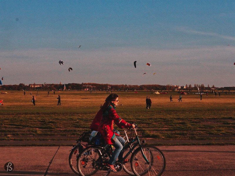 Tempelhof was one of the most important airports in Europe, but it was deactivated a few years ago, and now it is the biggest open public space in a city of the entire world. But I'm not here to tell you about history, I'm here to present you amazing things to do in Berlin if you only have 24hr here, and that is what I'll do. You can check it out some of the histories of this amazing park on this post we did a while ago.
