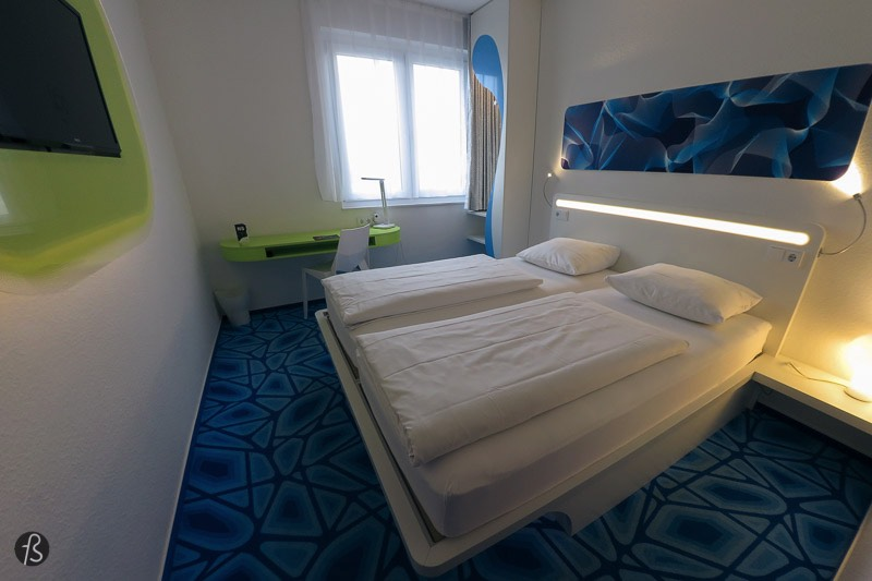 The primary focus of the bedroom is on the large bed in the middle of it. With two mattresses that were saving my night after exploring Hamburg during the three days that I was there. Under the bed, you have space to store your bags if they are a little bit big. There is also some light under the bed that will help you navigate the room. Also, on the small table close to the window, you can find a Bluetooth radio with a speaker that works well with a mobile phone. If you feel like the room is too quiet, just put on some of your favorite songs and relax even more.