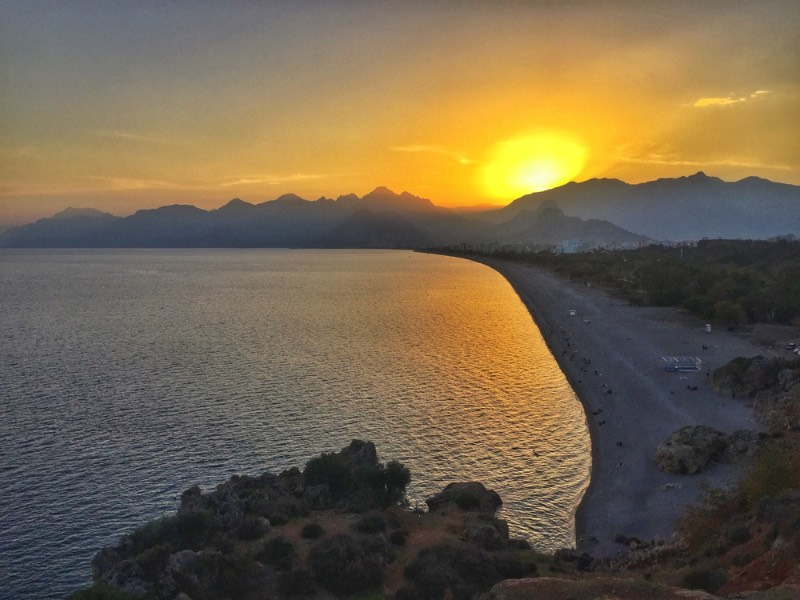 There are lots of good sunset spots along the Antalya coastline, but the view from the Konyaalti Beach Terrace is my favourite. Located on the outskirts of the city, I found locals often coming here in the even to hang out for one another either at the nearby cafe or sitting along the terrace to watch the sun go down.