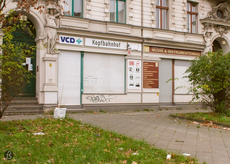 Risiko was a legendary bar & club in the West Berlin of 1980's, and Uli M Schueppel did a short film about its last morning, all the way back in 1986. The footage captures and documents a little piece of Berlin history with a cover of Lost in Music by Anita Lane and Alex Harvey as the soundtrack of this movie shot in Super8.
