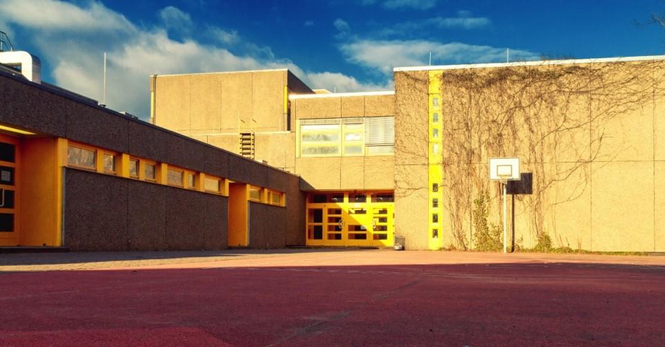 The High School in Dark: Exploring Winden in Berlin