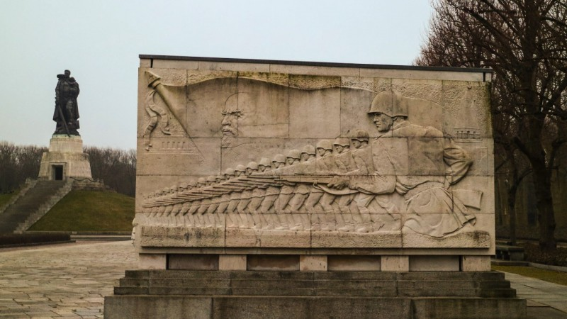 check out soviet memorial in berlin s treptower park via. Black Bedroom Furniture Sets. Home Design Ideas