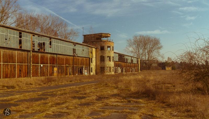 Flugplatz Rangsdorf: exploring a decaying airfield next to Berlin...
