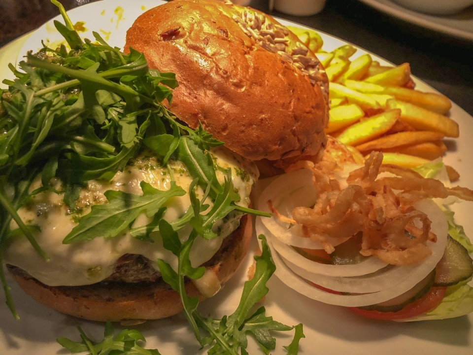 Zsa Zsa Burger: Burgers and Drinks in Schöneberg