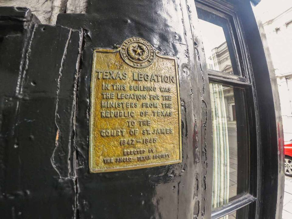 Texas Embassy Memorial Plaque in London