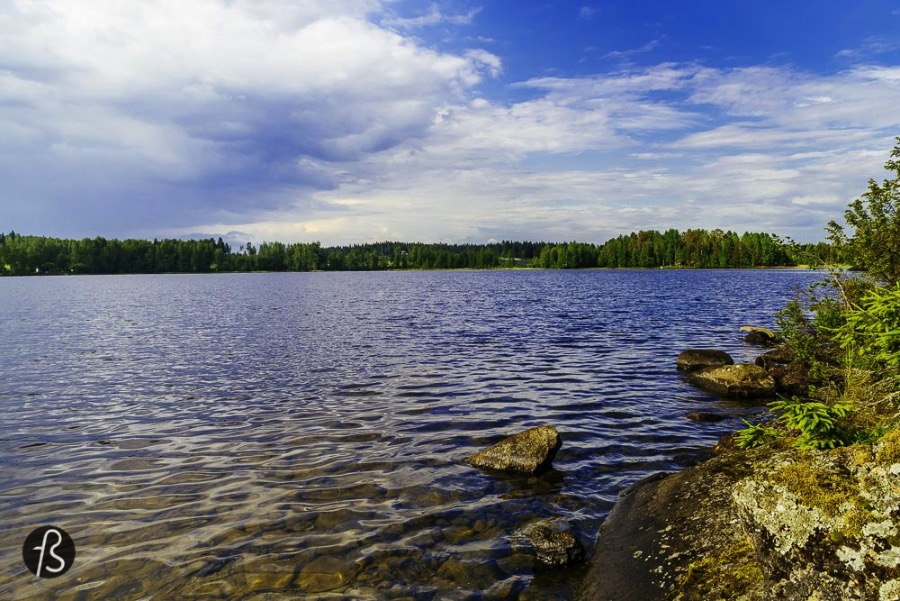 Finland is the country with the best relationship between us and nature in Europe and this is not a secret. Untouched forests, wild life, respect, integration with nature since the early years for a child's life are some of the reasons why Finns have a very good deal with its nature. Finnish culture is all about respecting Mother Earth, enjoy a good sweat and most important of all: learn to enjoy the silence. The silence is so important to Finns that some of them choose to live in the most remote parts of the country only to pursue this almost Nirvana-like state. This summer, traveling alone through Finland, I learned how to truly enjoy the silence. I'm going to tell you all about this magical experience so you can know a lot about this wonderful country and find you very own list of things to do in Finland.