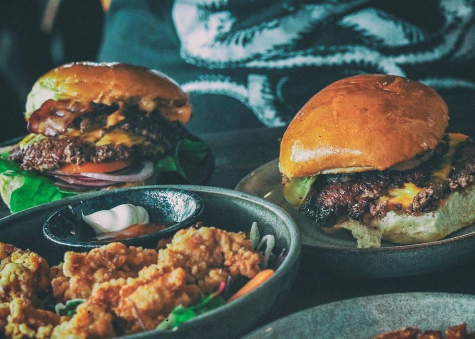 Momotaro Tavern: Smash Burgers in Berlin-Mitte