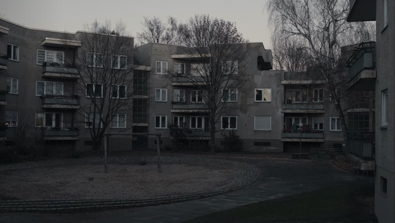 After rewatching a few dark episodes before the third season was released, I wondered about where Tronte and Jana Nielsen live in 2019. In the series, whenever the couple appears in the past, they still live where Ulrich Nielsen lived with his family in 2019. But, whenever the show goes into the present, the year 2019, they live in a gray block of buildings.  These buildings looked familiar to me. I have been cycling around Berlin for a long time, and, from time to time, I recognize places and locations that I might have seen before.