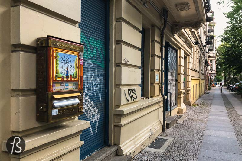 If you speak German, the name Kunstautomat is quite simple to understand. But, if you don't, Kunstautomat is an art vending machine, and there are quite a few around Berlin. Still, I never managed to see one until that day, walking around Schöneberg.