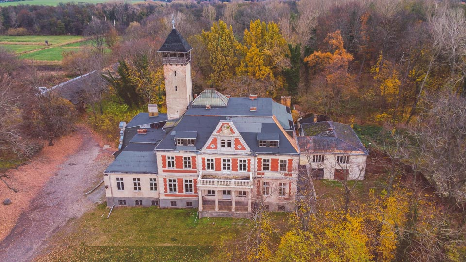 Queen's Gambit Locations: Schloss Schulzendorf as the Methuen Home orphanage