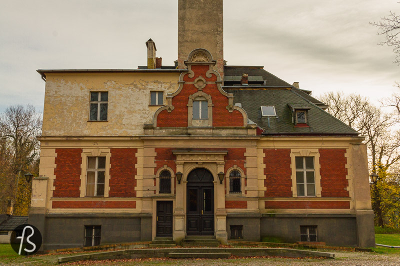 While researching about the Schloss Schulzendorf, we found out that this historical place is way more interesting than we expected. If you came here just for Queen's Gambit Locations, you might want to go straight to the map at the end of the article. Now, we are going to talk about the history of the Schloss Schulzendorf.