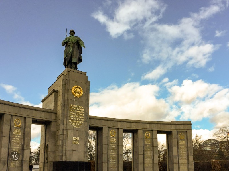 Designed by the architect Mikhail Gorvits, the center of the memorial is an eight-meter-tall statue of a Soviet soldier standing up with his rifle over his shoulder in a position representing the end of a battle. His left hand above the graves of the soldiers that rest there.