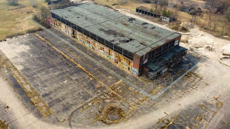 What remains of the Flugplatz Oranienburg can be seen not that far away from the Oranienburg Hauptbahnhof. Built before the Second World War, between 1936 and 1939, this abandoned airfield was used until 1945 by the Luftwaffe and the Heinkel-Werke Oranienburg.