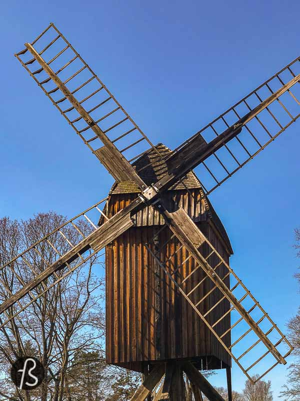 The Gatower Mühle is one of eight windmills still standing in Berlin. This one can be found in Gatow, a neighbourhood south of Spandau and across the waters from Grunewald. And since we have been looking for windmills around Berlin for a while now, we had to write something about this one.