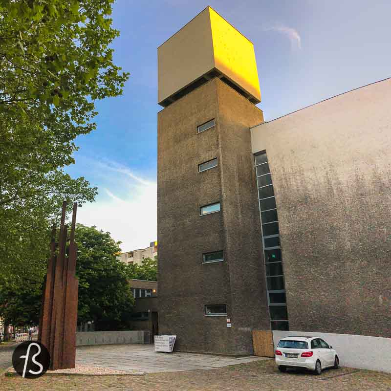 One of the most visually exciting projects in the area is the concrete building called St. Agnes Kirche. This was a church that was destroyed and rebuilt in a brutalist style by 1967, according to the plans by Werner Düttmann.