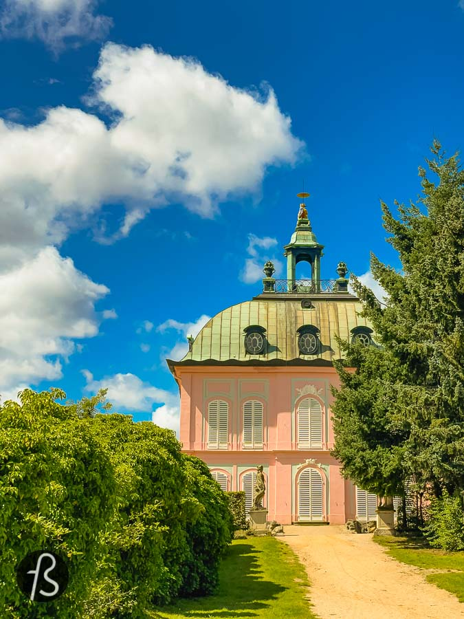First as a hunting lodge, later as a palace; this is the gorgeous Moritzburg Castle in Saxony. This baroque building was built over an artificial island with four towers connected to the main building. It made it a fascinating looking fortress.