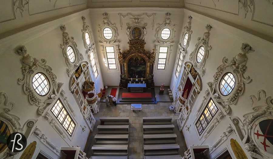 In the 1500s, Duke Moritz had a hunting lodge close to Dresden, and his club was decorated with hunting trophies. The Moritzburg Castle was named after him. The four-round towers that we can see around the castle today come from the hunting lodge era. They were connected to each other by a defensive wall.